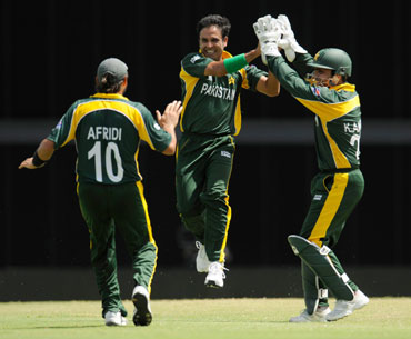 Abdur Rehman celebrates with teammates after picking a wicket