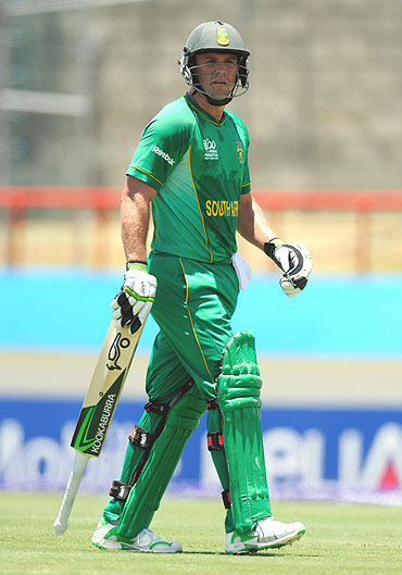 AB de Villiers leaves the field after being dismissed