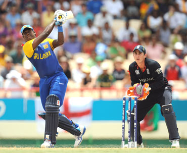 Angelo Mathews hits a six