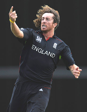 Ryan Sidebottom celebrates after claiming the wicket of Shane Watson
