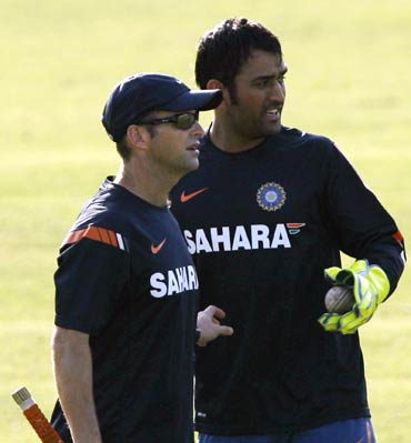 India coach Gary Kirsten (left) with captain Mahendra Singh Dhoni