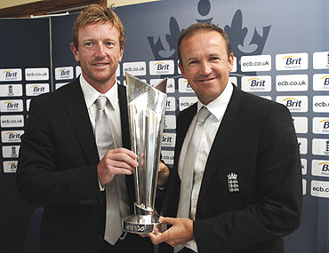 Paul Collingwood (left) and England coach Andy Flower with the World T20 trophy