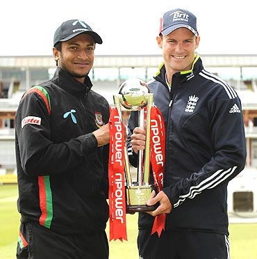 Bangladesh captain Shakib Al Hasan (left) and England captain Andrew Strauss unveil the Npower trophy on Wednesday, the eve of the first Test between Bangladesh and England at Lords
