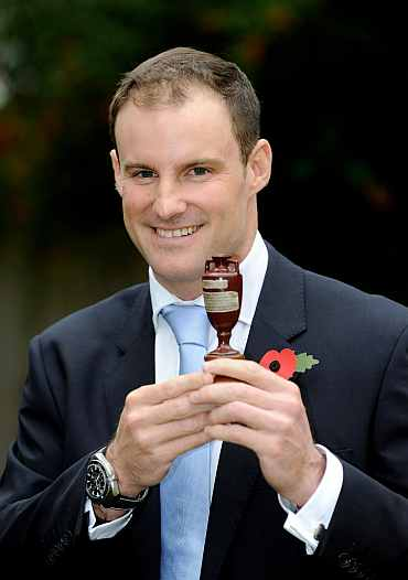 Andrew Strauss with the Ashes urn