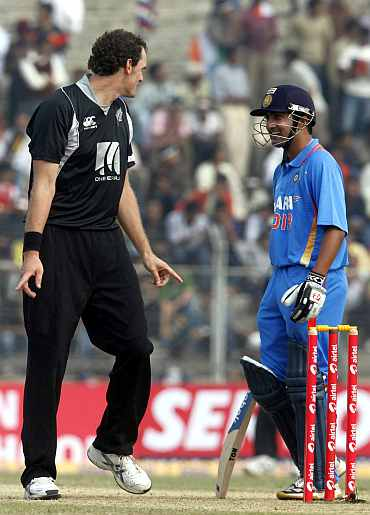 New Zealand's Kyle Mills speaks with Gautam Gambhir during their first ODI match in Guwahati