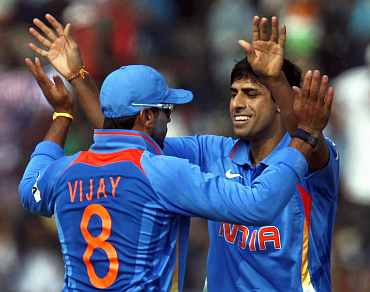 Ashish Nehra celebrates after picking up Jamie How