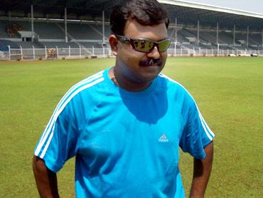 Tendulkar returns to the pavilion after being dismissed on 98