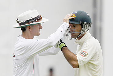 Billy Bowden checks Ricky Ponting's eyes
