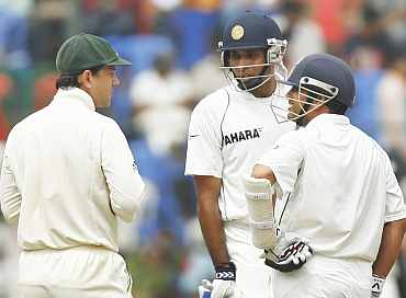 Ricky Ponting speaks to Sachin Tendulkar and VVS Laxman