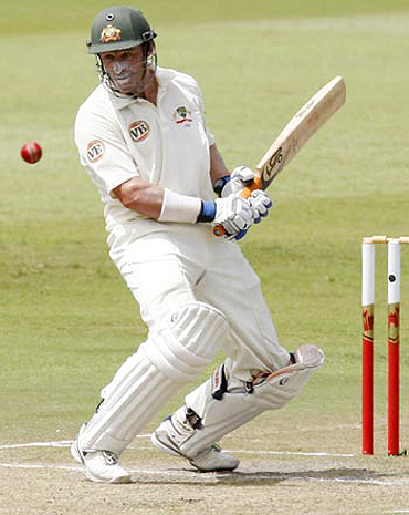 Inspired by Sachin, Hussey has no plans to retire