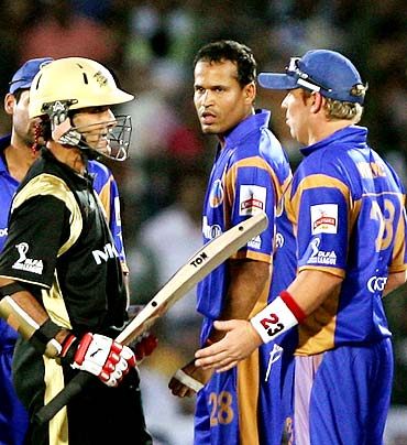 Sourav Ganguly (left) clashes with Shane Warne during an IPL match