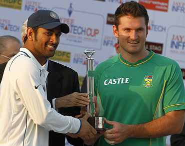 MS Dhoni and Graeme Smith