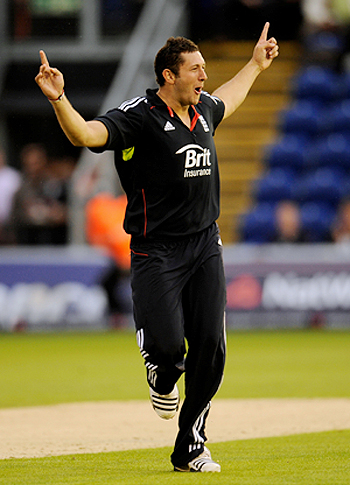 England's Tim Bresnan celebrates after dismissing Pakistan's Mohammad Yousuf