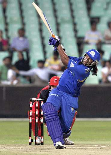 Saurabh Tiwary hits a six over mid-wicket