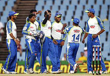 Wayamba players celebrate the dismissal of Matthew Hayden