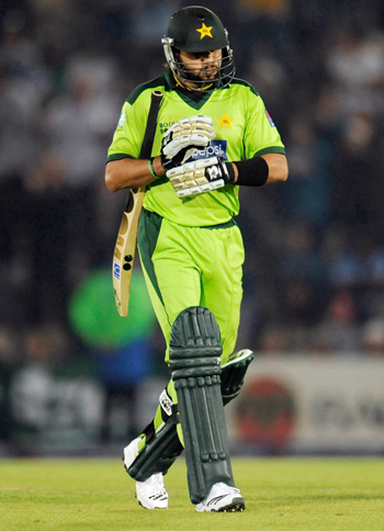 Pakistan's Shahid Afridi leaves the field after being dismissed during the fifth one-day international cricket match against England at the Rose Bowl in Southampton