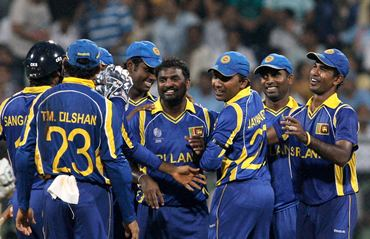 The Sri Lanka players congratulate Muralitharan after his last match in Colombo