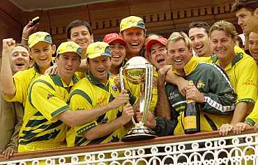 Australian Team poses with the trophy after winning the 1999 World Cup in Lords