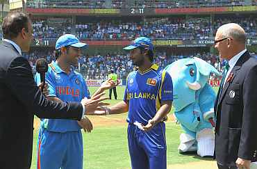 India's MS Dhoni and Kumar Sangakkara agree to a re-toss of the coin after confusion over the first one ahead of the World Cup final