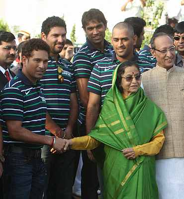 Indian President Pratibha Patil meets Indian players in Raj Bhavan