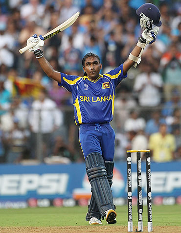 Mahela Jayawardena celebrates on completing his century