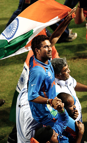 Sachin Tendulkar does the lap of honour
