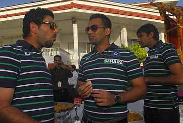 Zaheer Khan and Yuvraj Singh during the felicitation ceremony at Raj Bhavan