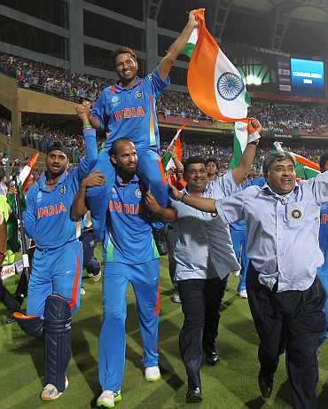 Sachin Tendulkar on the shoulder of teammates after they won the World Cup
