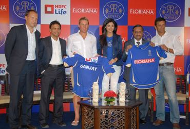 Shilpa Shetty, Shane Warne and Rahul Dravid unveil Rajasthan Royals' new jersey