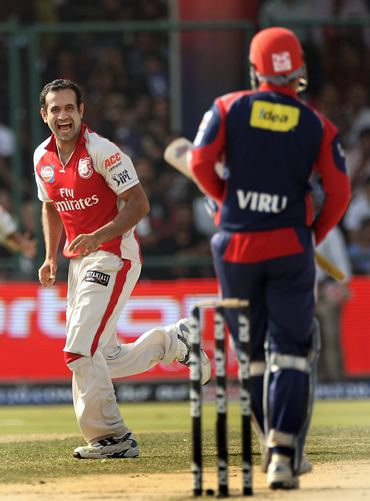 Irfan Pathan bowls to Sehwag during IPL-3