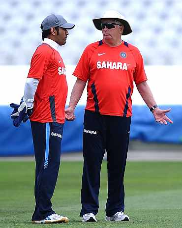 MS Dhoni speaks to coach Duncan Fletcher