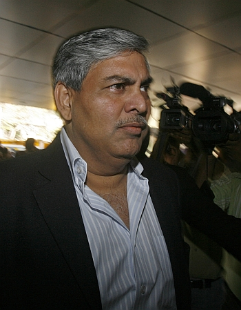 Former BCCI chief Manohar, ruling group in war of words