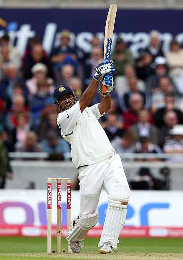 MS Dhoni hits a six off James Anderson