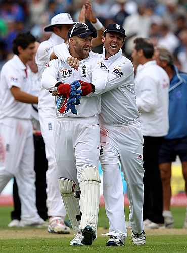 Graeme Swann and Matt Prior celebrates after winning the third Test