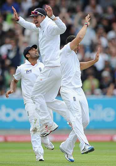 Kevin Pietersen celebrates with teammates after England beat India