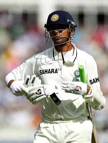 Rahul Dravid walks back to the pavillion after being dismissed