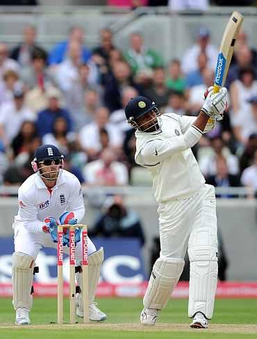 Praveen Kumar hits a six off Graeme Swann
