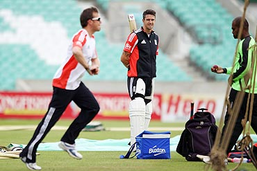 Kevin Pietersen (centre) watches Graeme Swann (left) bowl in the nets