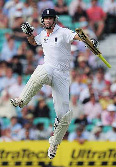 Kevin Pietersen celebrates after getting to 100