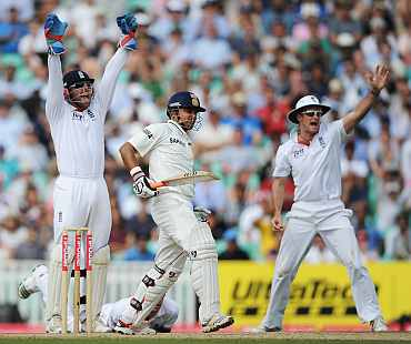England players appeal for Suresh Rain'a wicket