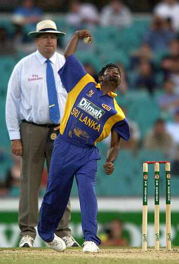 Muralitharan and Darryl Hair