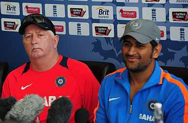 Duncan Fletcher with Mahendra Singh Dhoni