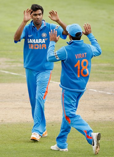 Ravichandra Ashwin is congratulated by Kohli after dismissing Joe Gatting