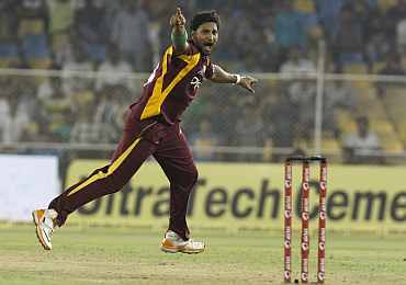 Ravi Rampaul celebrates after picking up the wicket of Abhimanyu Mithun