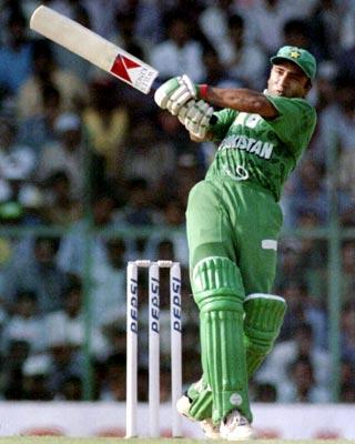 Saeed Anwar: 194