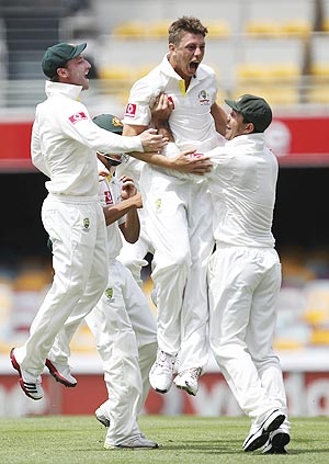Australia's James Pattinson (centre) celebrates with teammates after dismissing New Zealand's Ross Taylor