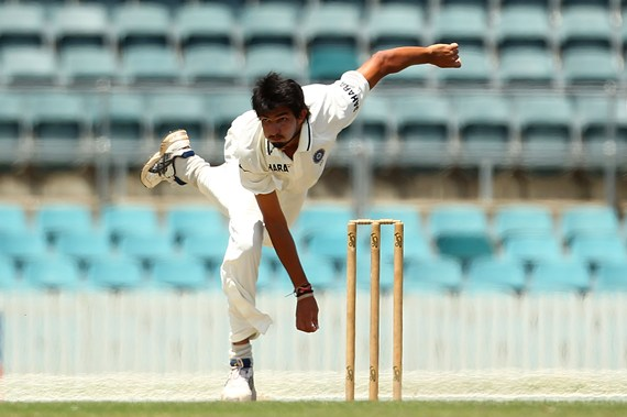 Ishant bowls on Day 1 of the tour match against Cricket Australia Chairman's XI