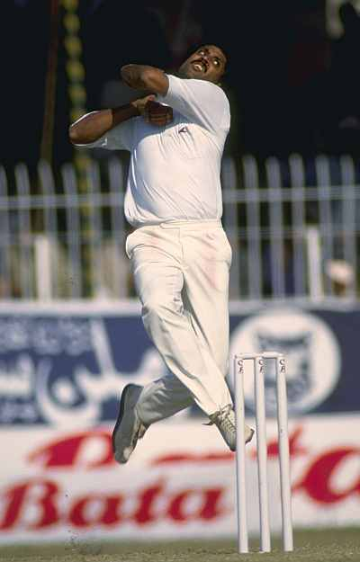my favourite sportsman kapil dev 6 kapil dev top allrounder he was the captain of world cup winning team in 1983 - jasiboss first player scored 10000 runs in test cricket - jasiboss i think we should change the title to favourite indian cricket player, too much bias for my liking.