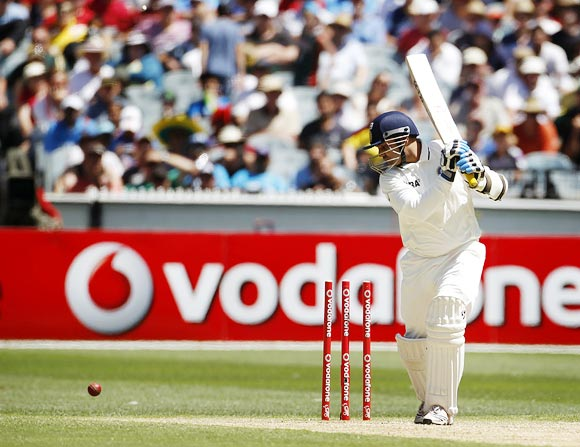 Pattinson bowls Sehwag for 67