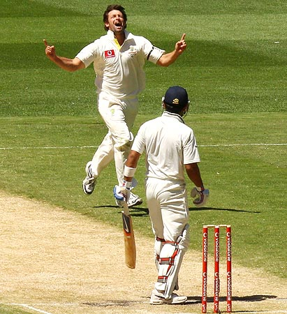 Ben Hilfenhaus claims the wicket of Virat Kohli